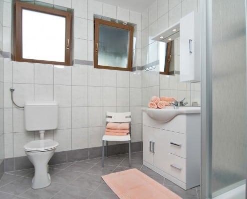 Badezimmer in dem Apartment Seerose