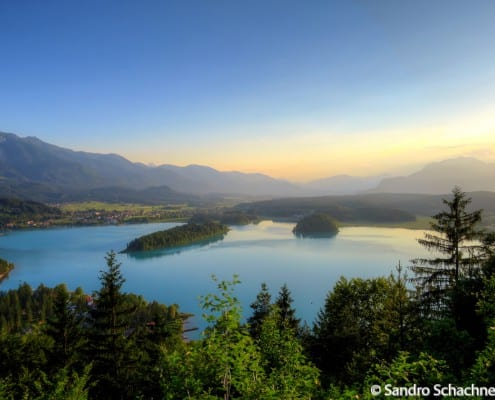 Blick vom Tabor aus auf den türkisen Faaker See