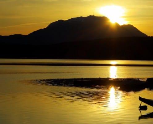 Der Goldene See im herrlichen Sonnenuntergang