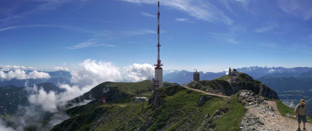 Dobratsch Gipfel mit Kreuz und Sendeturm