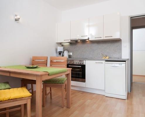 Apartment Seerose mit Küche und Essbereich