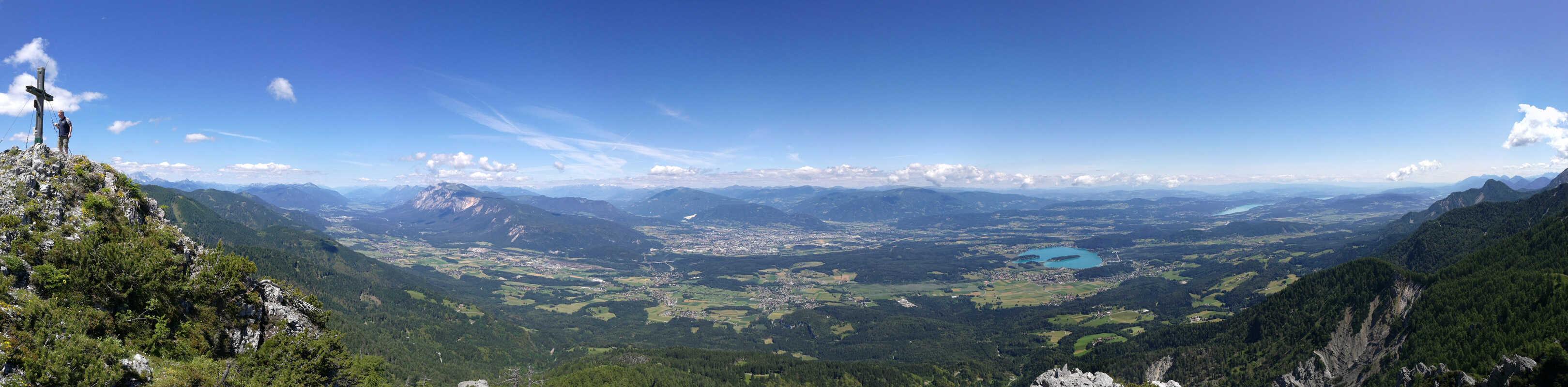 Panorama-vom-Mallestiger-Mittagskogel-aus-mit-Blick-auf-Dobratsch---Villach---Faaker-See