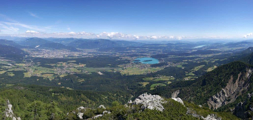 Panorama-vom-Schwarzkogel-aus-mit-Villach-Faaker-See-und-Wörther-See