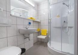 Dusche im Apartment Abendrot