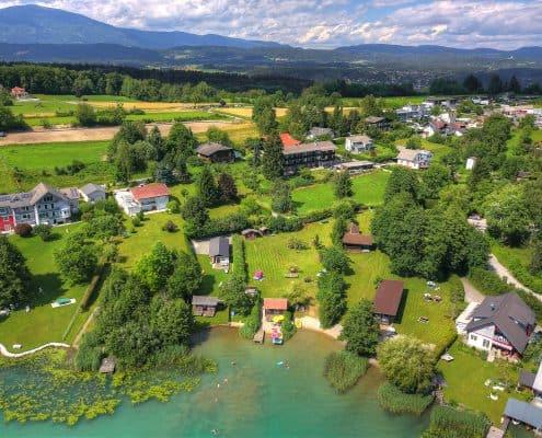 Der Weberhof mit privatem Badestrand